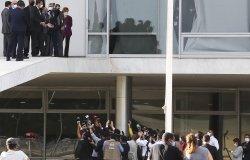 Bolsonaro talks to press from ramp of Planalto